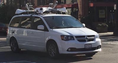 רכבי המיני וואן של אפל עם הציוד האלקטרוני