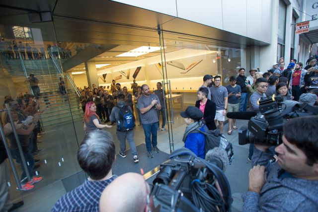 20150925-apple-iphone-6-s-plus-launch-san-francisco-14